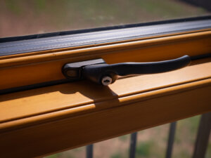 Stm Tinium top guided window with hoppe handle